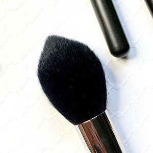 MAC Cosmetics_138 TAPERED FACE BRUSH